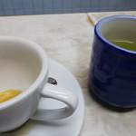 愛養 - 浄蓮でもないのに さりげなくお茶がサービス