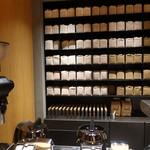 KOFFEE MAMEYA - ☆壁面に豆が並んで(^○^)☆