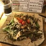 ビーストキッチン - キノコたっぷりオニオンガーリックサラダ