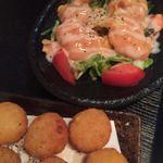博多もつ鍋 いっぱち - 海老チリとイモ