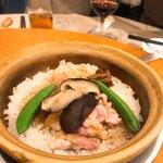 南粤美食 - 冬茹鶏肉煲仔飯(と、書いてあった)老抽の香りが独特で旨し