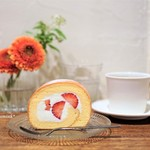 石かわ珈琲 - イチゴのロールケーキ、きたかまブレンド