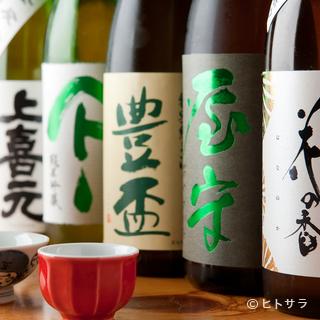 全国から厳選された地酒が常時6〜8種類と豊富