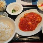 赤門新館 - エビチリ定食