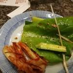 仙台牛焼肉 バリバリ - サラダとキムチの食べかけ