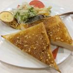 喫茶ヤナギ - モーニング「アーモンドトースト+サラダ」(飲み物に+150円)。