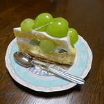 77247057 - シャインマスカットのショートケーキ