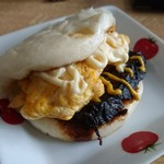 皇蘭 - 卵焼きを挟んでみた。なかなかイケます!