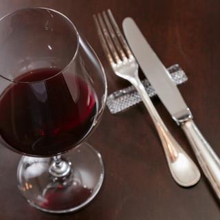 常時150種の豊富なワイン♪専属ソムリエがご案内致します。