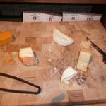 チリエージョ - ブッフェ台(チーズ)
