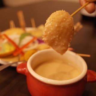 濃厚ウニソースで食べる串カツウニージョが大人気!