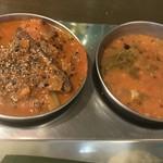 南インド家庭料理 カルナータカー - 右がサンバール、左は辛口フィッシュカレー(カジキ)(+200円)