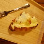 クロワッサンCafe クイニー - ベイクドチーズケーキクロワッサン テイクアウト