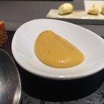 ランベリー - 黄柚子味噌のソース。軽やかな酸味と甘みがある。白味噌ベースのぬたの地に近い様な味わい。黄柚子、黄柚子のジュ、玉味噌、上白糖、白味噌、オリーブオイル。