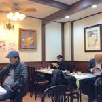 喫茶ヤナギ - 店内風景(禁煙エリア)。