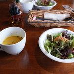 レイク・ウッド・リゾート - カボチャのスープ、サラダ