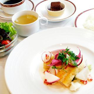 親しみやすい雰囲気が魅力の、ホテルランチ&ディナー