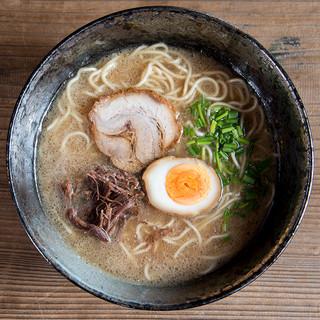 馬豚ラーメン福ふく - 料理写真:【馬豚らーめん】豚骨と馬のすねをじっくり煮込んでコクがあるけどあっさり飲み干せるスープに仕上げました(ストレート麺)