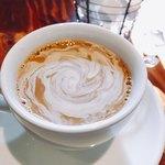 カボット カフェ - たまにはブラックではなくてクリーム入れよう!
