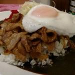 東京スタミナカレー 365  - 豚スタミナカレーキャベツ目玉焼き10辛。