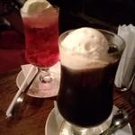 77284497 - 2017年8月:クリームソーダ(\580)とコーヒーフロート