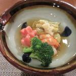 77285181 - [夕食]海老と野菜の煮物