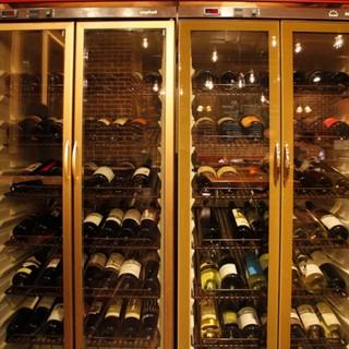 ソムリエ厳選◎常時80種類以上!高コスパ★ワインにうっとり♪