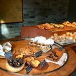 パンストック - 【店内】豊富な種類のパンが並びます