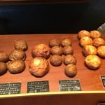 パンストック - 【店内】小ぶりサイズの食事パン