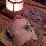 7729626 - デザートはバナナのフリッターアイスクリーム添え。結構ボリュームあります。