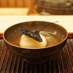 緒方 - ☆椀物 鏑と炭化したイチョウ