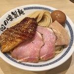 77297835 - もっちもちの太麺とチャーシュー3種