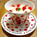 キョウトギオンミュージアムカフェ プロデュース バイ ノースショア - 白玉団子と赤い実はスグリ