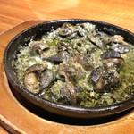 ナポリピッツァと炭火肉イタリアン酒場HIRO - エスカルゴバターオーブン焼き(580円)