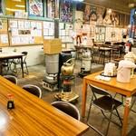 魚菜小売市場 - テーブル席