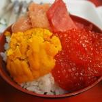 魚菜小売市場 - 丼にして食べる