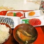 魚菜小売市場 - 朝ご飯
