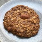 77303706 - 雑穀をたっぷりと使ったクッキー。ナッツの香りも良好です。