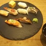 炙り創作鮨 すし蔵のはなれ - おまかせ8貫にお吸い物が付いて 税抜630円(2017.11.30)