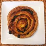 メゾン カイザー カフェ - パンオレザン 税込@281円 ぐるぐるうずまき状の見た目も可愛い。 重く見えてあっという間に食べられてしまうパン。