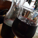 つばめグリル - チリ産の赤ワインを カラフェで。 1500円