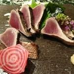魚貝三昧 げん屋 - 戻り鰹の藁焼きたたき