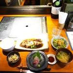 77318818 - 地魚煮付けとミニ刺身定食(1,000円)下半分にフォーカス