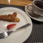LA・ぐう - りんごのタルトとホットコーヒー