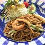 お好み焼大楽 - 料理写真:焼きそば、サラダ丁寧に作られて居て 凄く好感が持たれます。(^^)