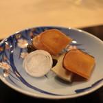 味あら井 - 自家製カラスミの炙りと5時間蒸しの鮑