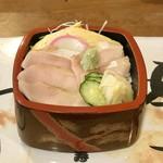 力士料理 綱寿し - 料理写真:ハマチ丼、茶碗蒸し、お吸物付き、900円です。