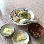 竹葉軒 - 中華丼にスープ、冷や奴の小鉢、デザート付き('17/12/01)