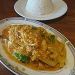 プアンタイ - Cセット 海老の卵カレー炒め クンパッポンカリー