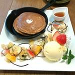 ヒトトキ - 全粒粉のデザートパンケーキ850円。